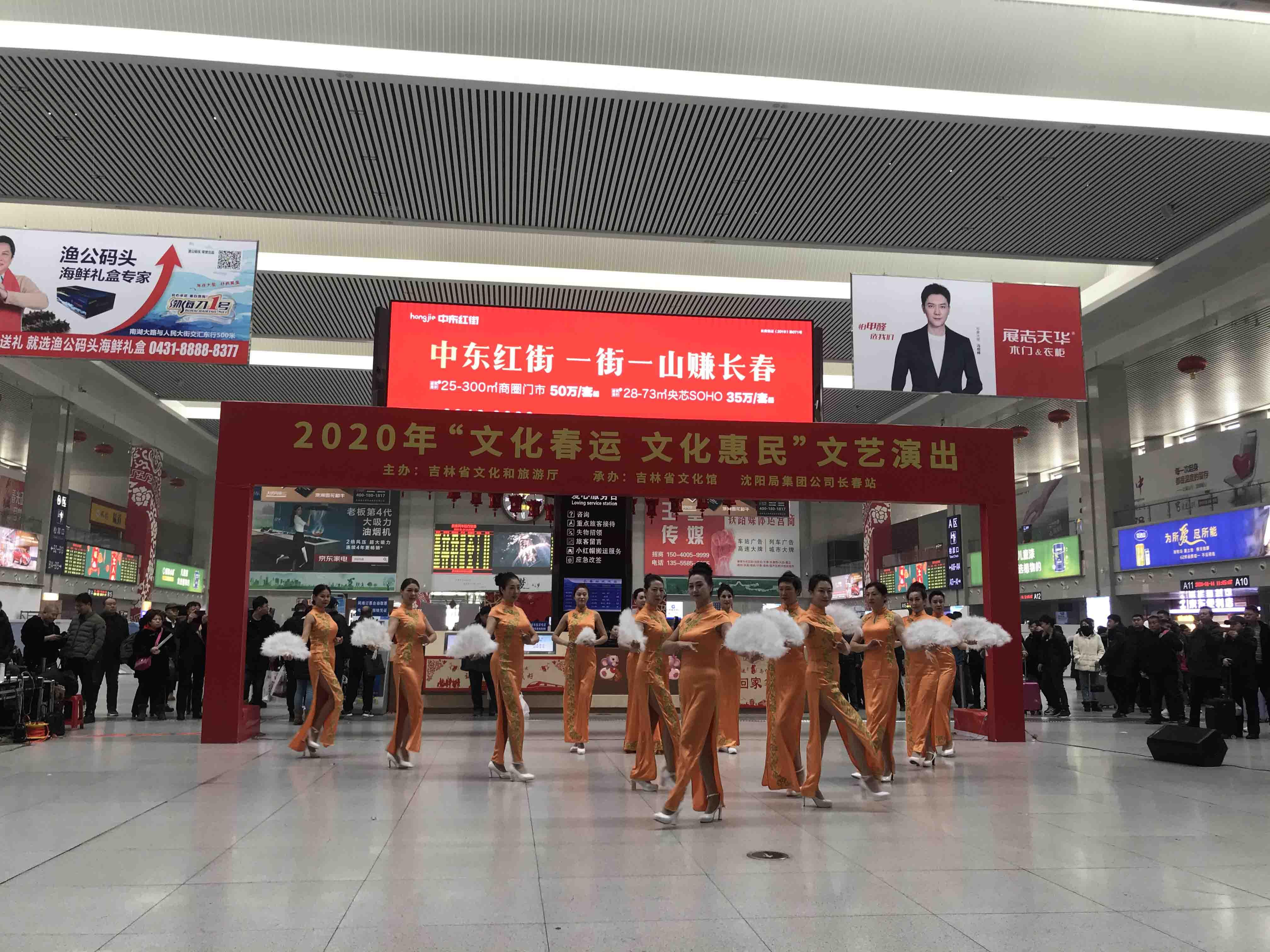 С успехом проводится акция «Новогоднее обслуживание пассажиров в 2020 году: привези домой счастье!»